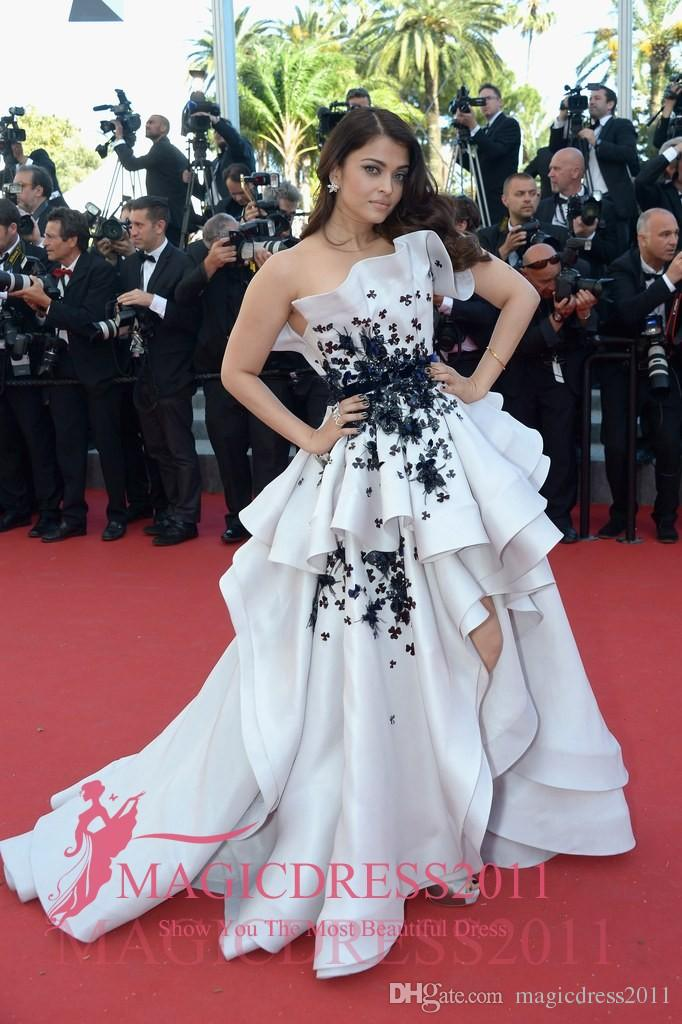 Aishwarya Rai Cannes 2019 Evening Dresses A Line Strapless White And Black  Appliques Puffy Skirt Floor Length Party Prom Formal Gowns From  Magicdress2011, $117.64 | DHgate.Com