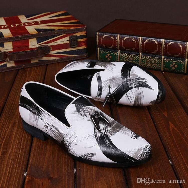 Mode luxus herren freizeit leder schuhe designer graffiti charme slip on flache schuhe für herren boots party schuhe weiße runde spitze