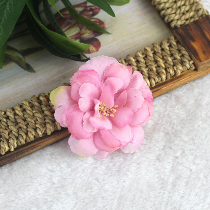 작은 모란 꽃 머리 핀 보헤미안 신부의 그라데이션 멀티 머리 꽃 머리 장식 클립 브로치와 코디 헤어 머리 클립 모자를 쓰고 있죠