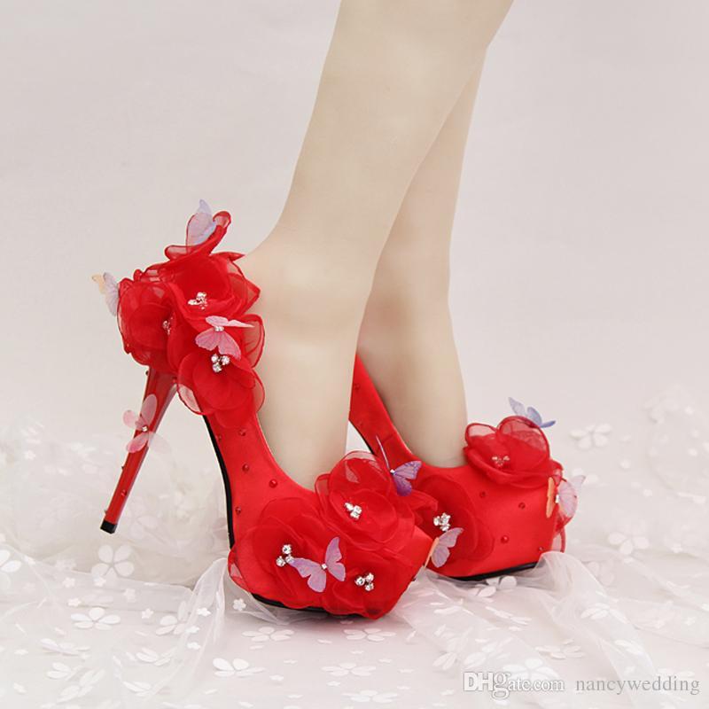 Scarpe da sposa in raso Bellissimi fiori e farfalle Tacchi alti da sposa con cinturini alla caviglia Prom Pumps Colore bianco e rosso