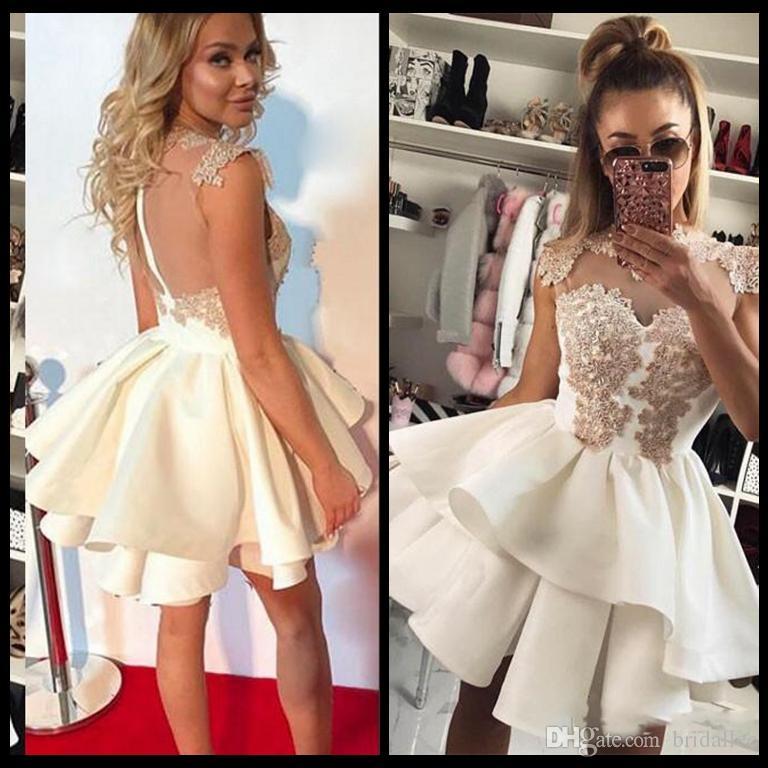 Wielowarstwowa sukienka z linią Krótka sukienka do domu z aplikacjami Sexy Sheer Powrót Zamek Koktajl Dress Club Nosić tanie mini suknie wieczorowe