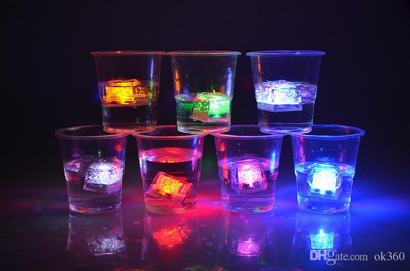 LED Cubos De Gelo Flash Rápido luz Da Noite Lento Piscando 7 Mudança de Cor levou lâmpada de Cristal Cubo de Dia Dos Namorados Festa de Casamento luz Do Feriado