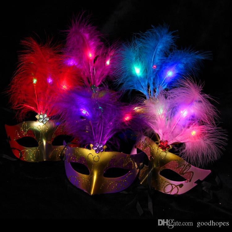 Mode LED Lumière Plume Partie Masque À La Main Vénitienne Mascarade Danse Partie Masques Nouveauté Sexy Masques De Noël Halloween Plume Masque