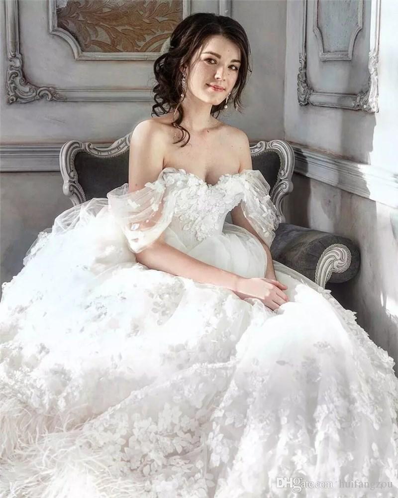 Robes De Mariée De Luxe De Mariage De L'épaule Applique Applique Sans Manches En Plisse Blanc Autruche Balayage Train Robes De Mariée Livraison Gratuite