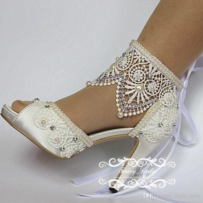 2017 Blanco Peep Toe Zapatos de Boda de Encaje Con Cinta Ajustable Perlas de Lujo Rhinestone 10 CM Tacón Alto Mujeres Bombas Vestido de Fiesta Nupcial