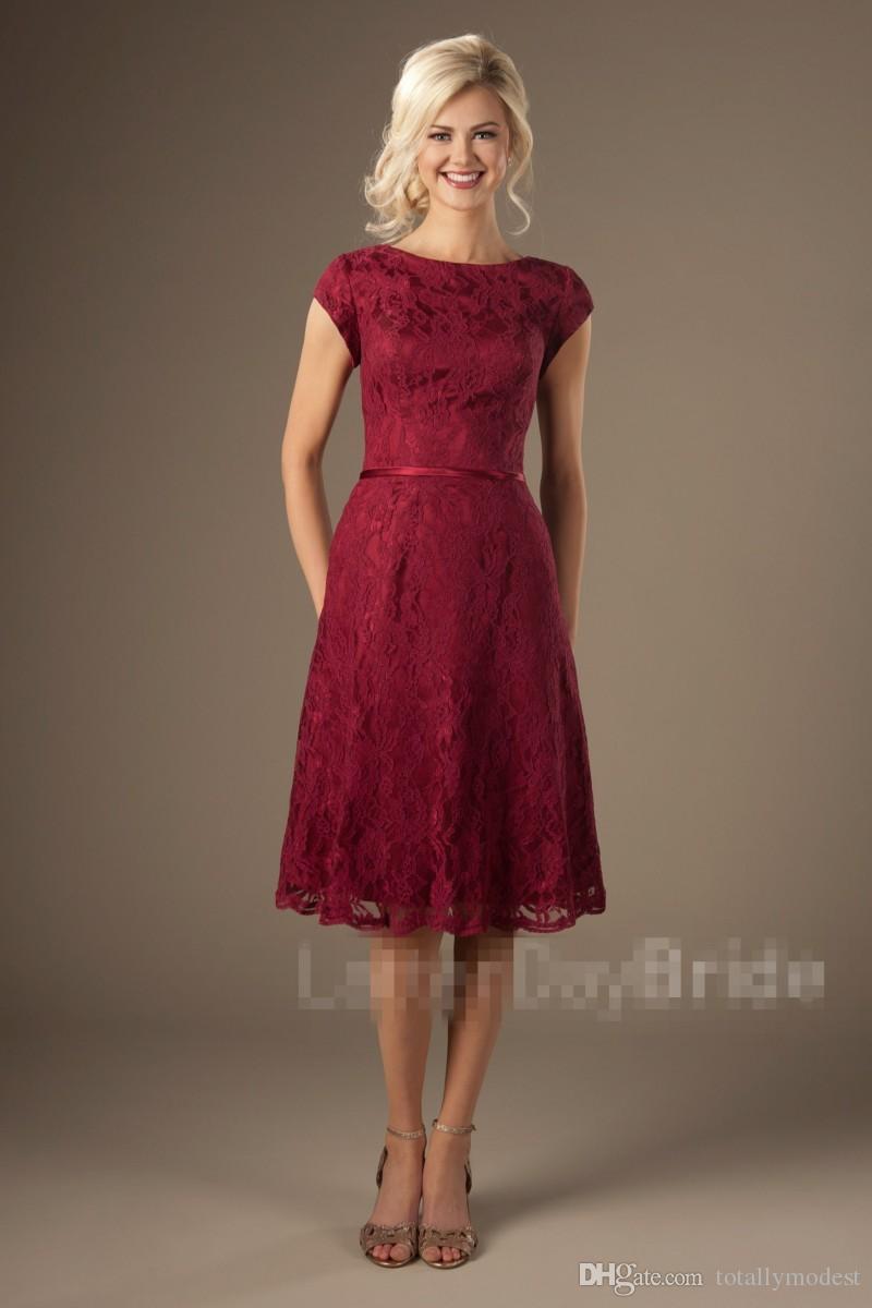 82d67c6d67b6 Nuevo encaje corto vintage vestidos de dama de honor modestos con mangas  una línea de longitud de la rodilla país rústico vestidos de fiesta de boda  ...