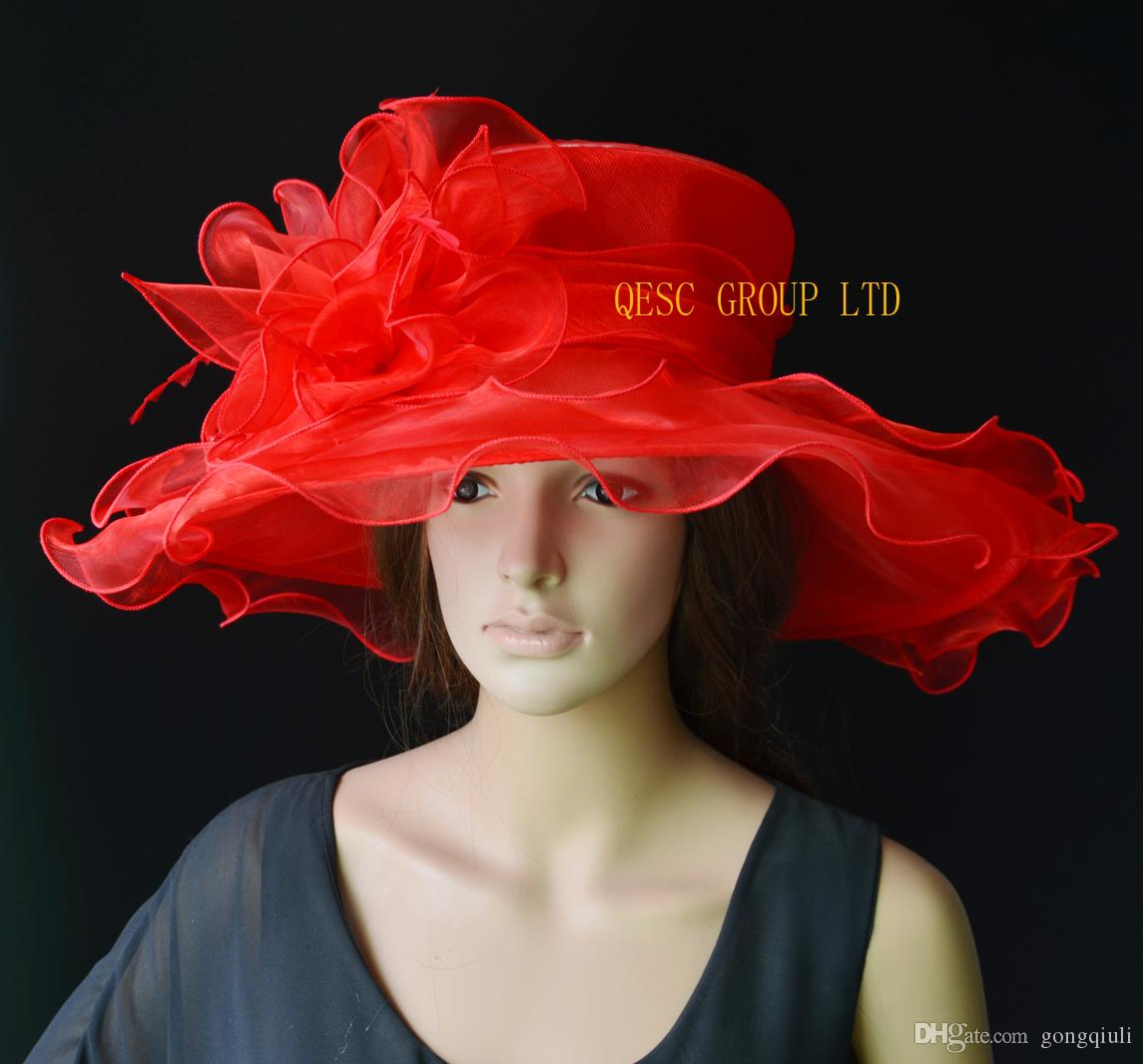 Cappello in organza a tesa larga ROSSO con orlo in grande organza e piume Derby, matrimonio, razza. Larghezza 15,5 cm