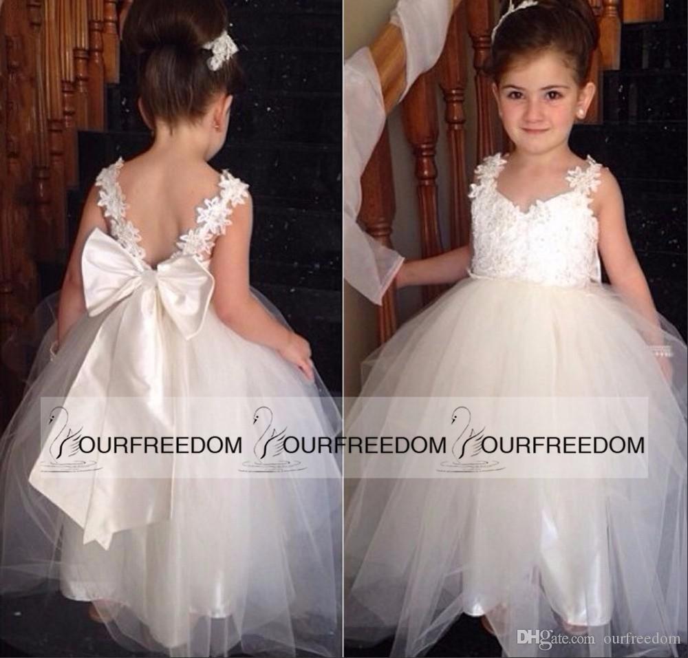 Lovely 2019 Flower Girls Vestidos para bodas con cuello en V de tul hasta el suelo sin espalda vestido de bola vestidos de novia para niñas personalizados