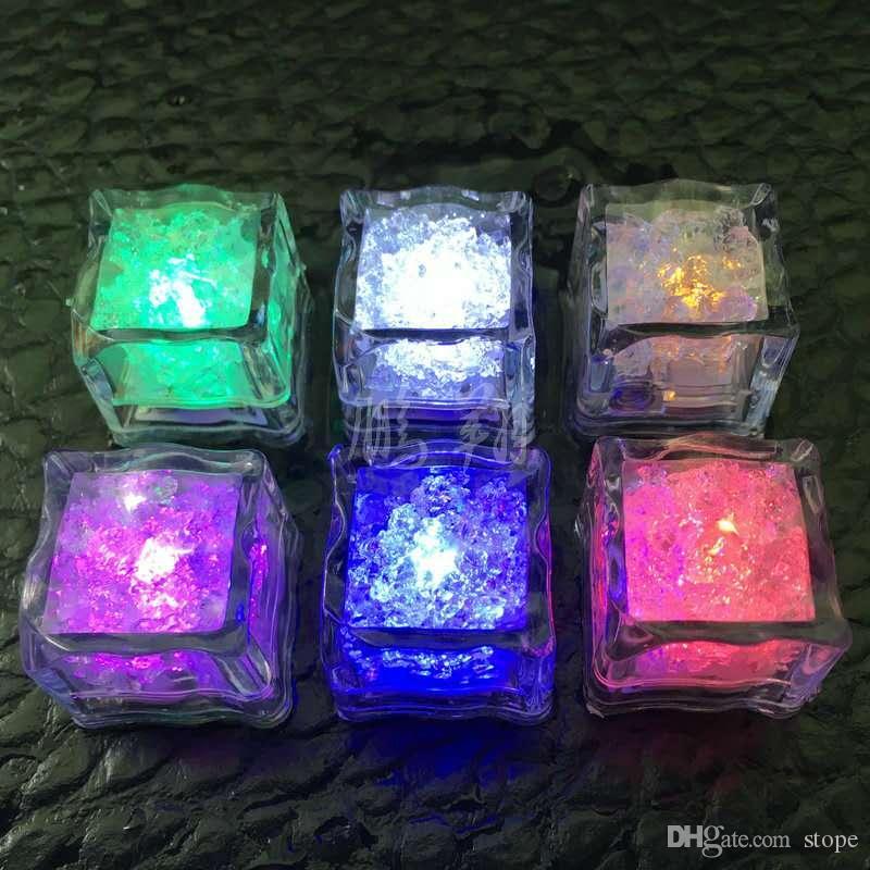 LED Ice Cubes Fast Flash Night Light Flash lent 7 couleurs changeantes led lampe Crystal Cube Saint Valentin Fête De Mariage Festival Jours lumière