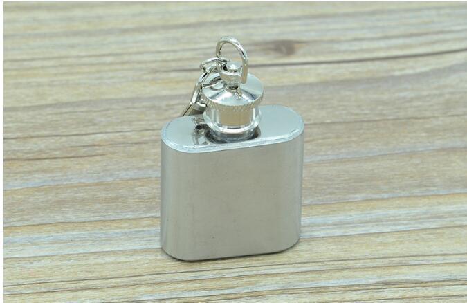 1 Unzen Edelstahl Mini-Flachmann mit Schlüsselbund Portable Party Outdoor-Weinflasche mit Schlüsselanhänger