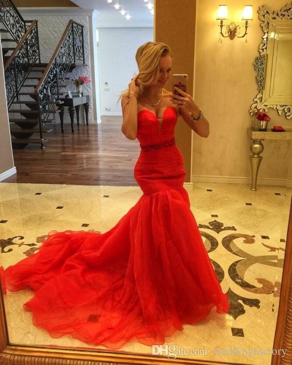 Speciale gelegenheid kralen taille formele jurk fit en flare zeemeermin prom jurken sweetheart ruches organza avond feestjurken met trein