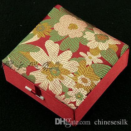 Scatola di presentazione del contenitore del braccialetto del contenitore di regalo riempito cotone di alta qualità Imballaggio decorativo Contenitore di monili del cartone del mestiere del broccato di seta floreale cinese