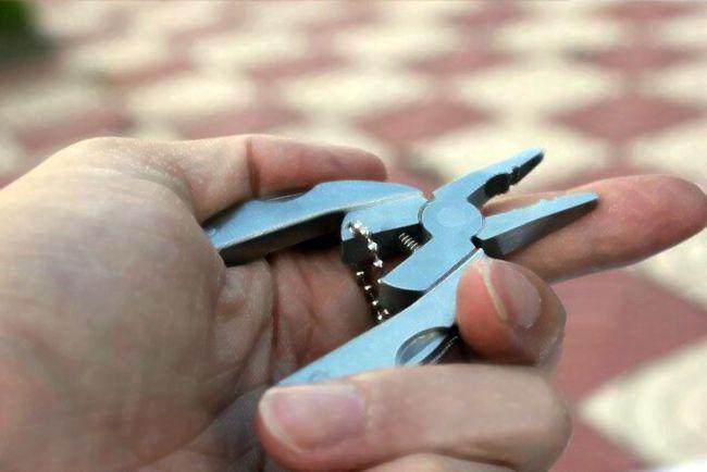 E-11 portátil multifuncional dobrável dobrável faca de aço inoxidável Alicate Keychain chave de fenda Camping Survival EDC Ferramentas kits de viagem