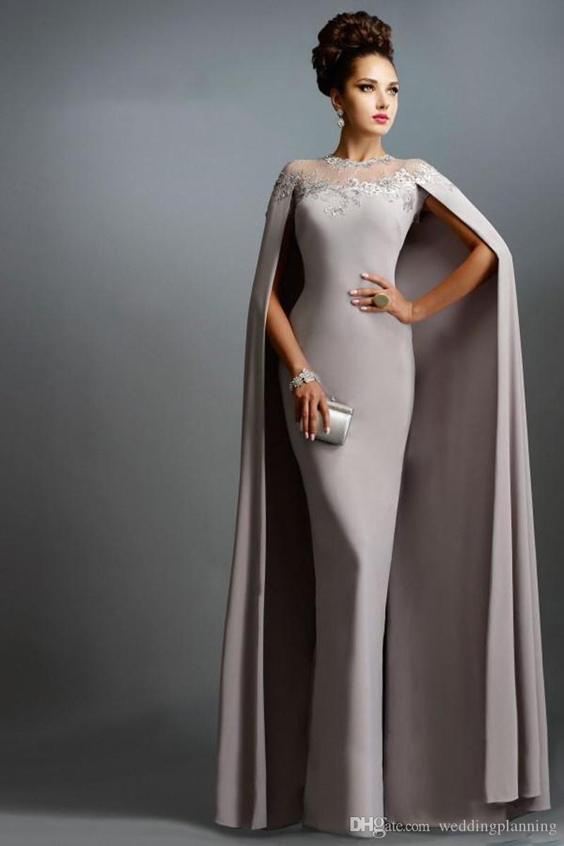 2017 Janique Pas Cher Arabie Saoudite Sirène Avec Cape Dentelle Mère De La Mariée Robes Parti Plus La Taille Robes De Bal Pour La Mariée Invité Robe