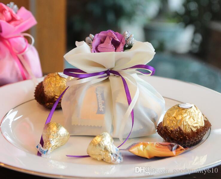 Deluxe Romantische Satin Beuter Geschenk-Beutel mit Stamens Pistil Blume für Hochzeit Baby Shower Favor