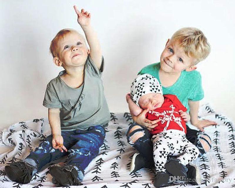 حار بيع الاطفال أزياء الدعاوى الوليد الطفلات بنين القطن الملابس الحمراء قمم رومبير + السراويل طماق + قبعة 3 قطع عالية الجودة الأطفال وتتسابق مجموعة
