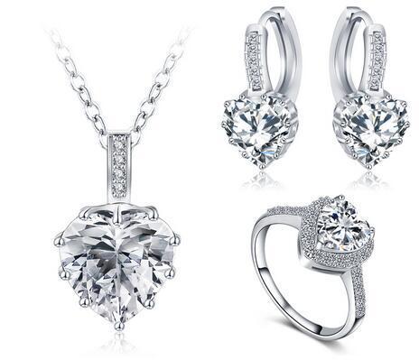Nuovo regalo di natale Regalo di Natale Set di gioielli Platinum Plat Collana / Orecchino / Anello PARERE BIJOUX Femme Set di gioielli cuore cristallo CST0033