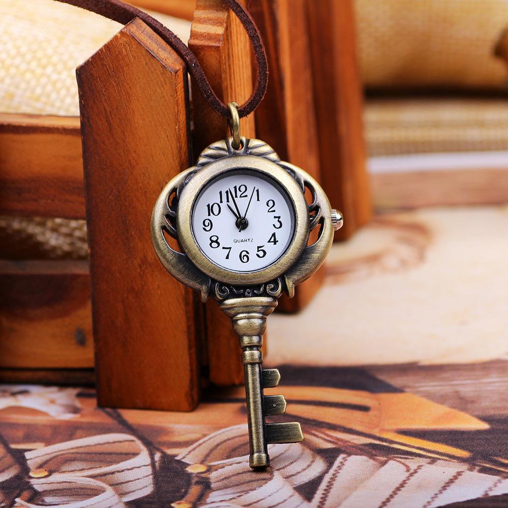 Reloj de bolsillo dominante único del color oro de la vendimia de la manera con el collar de cuero