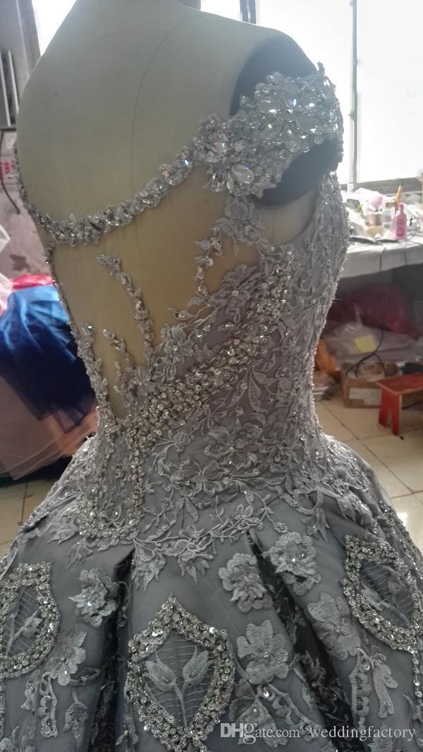 Luxus Ballkleid Brautkleid weg vom Schulter-Sparkly Kristalle Perlen Pailletten SpitzeAppliques Luxuriöse Brautkleider mit langem Zug
