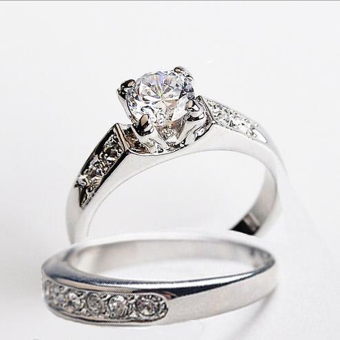 숙녀 여성을위한 패션 결혼 반지 18K 금도금 CZ 다이아몬드 라인 석 반지 시뮬레이션 다이아몬드 반지와 크리스탈