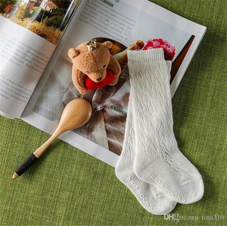 Chaussettes bébé d'été modèle à mailles fines Chaussette tube de haute qualité dans les chaussettes pour enfants laisser aller chaussettes respirantes en coton antidérapantes pour enfants 2771
