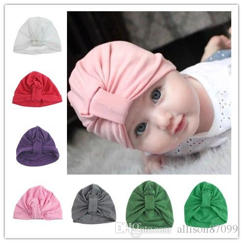 Compre Sombrero Recién Nacido Sombreros Para Bebés Infantes Nudo Torcedura  Sombreros Rosa Púrpura Verde 100% Algodón Sólido Europeo Alta Calidad 0 6  Meses ... f8c2e66ec01