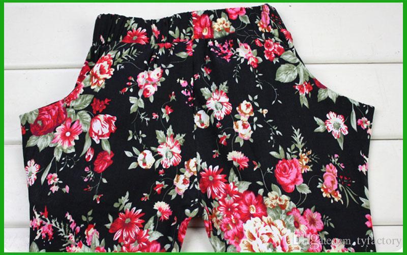 heißer verkaufender Mädchen der Art und Weiseart schwarzen T-Shirt kurzen Ärmelblumenhosen mit Blume heascraf dreiteilige Mädchen, die Anzüge kleiden