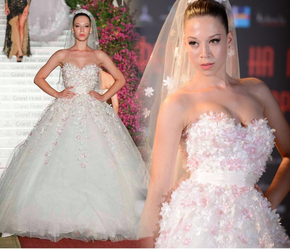 3D-Floral apliques Vestidos de novia Sweetheart Cuello con cremallera Bola Bola Vestido Formal Bridal Vestidos Hermoso árabe Dubai Batas