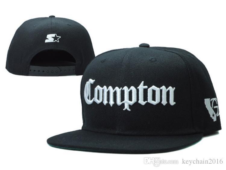 Acquista Berretto Da Baseball Compton Flat Peak Snapback Nero Con Scritta  Bianca Compton Caps aeb65594a1fd