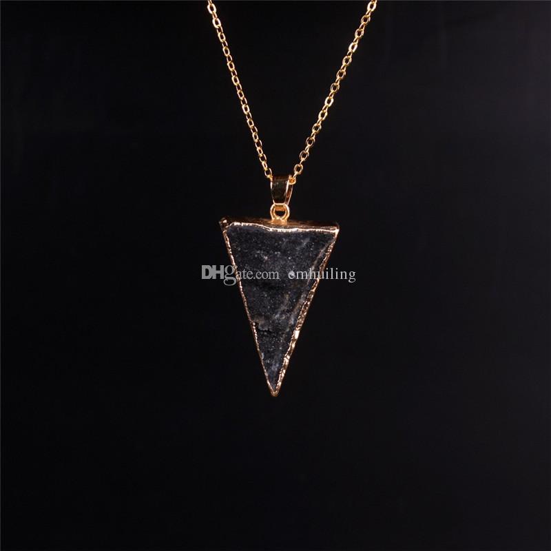 Gemma dell'oro Gemma crudo Gemma Naturale Gemma di Guarigione Guarigione Bianco Pendente al quarzo Pendente Druzy Collana Hot Triangle Forma Semi Preziosa roccia paradiso cristallo