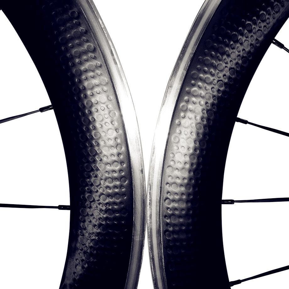 Roues Roue Clincher Dimple Surface 50mm avec surface de fixation en alliage Roues en fibre de carbone Roues pour vélos de route