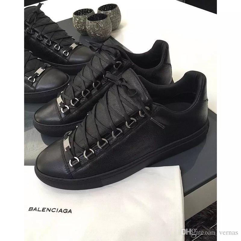 new concept a4567 9915f [Con scatola] Scarpe da ginnastica basse lussuose Designers Arena Scarpe  basse da uomo rosse, nere e bianche in pelle Scarpe da passeggio casual  Kanye ...