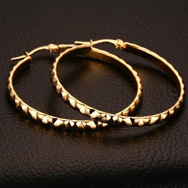 스테인레스 스틸 IP 골드 도금 양각 패턴 방지 알레르기 귀걸이 패션 여성을위한 황금 귀걸이 세련된
