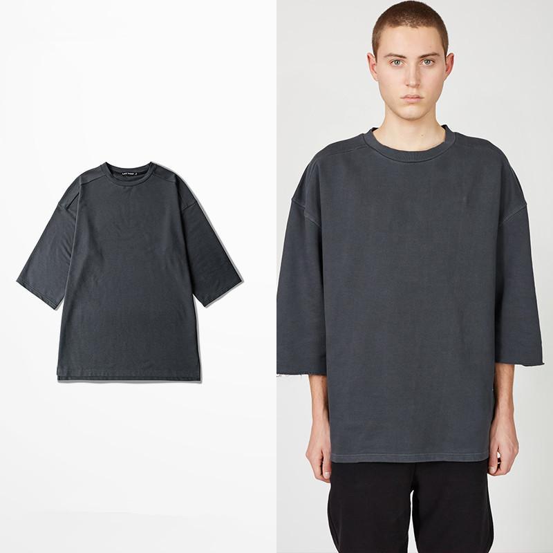 Acquista T Shirt Grigia Mezza Manica Estesa Oversize Tee Homme Kanye WEST  Stile Abbigliamento T Shirt Hip Hop Tshirt Streetwear Mens Magliette   7 A   21.23 ... 67c4d416e50
