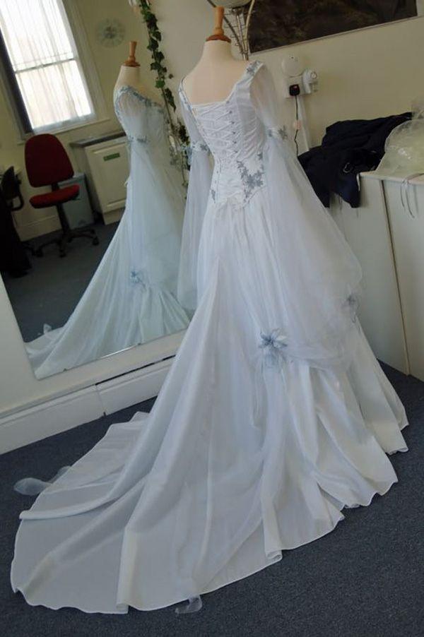 Vestidos de novia celtas vintage Blanco y azul pálido Vestidos de novia medievales de colores Escote redondo Corsé Manga larga campana Apliques Flores