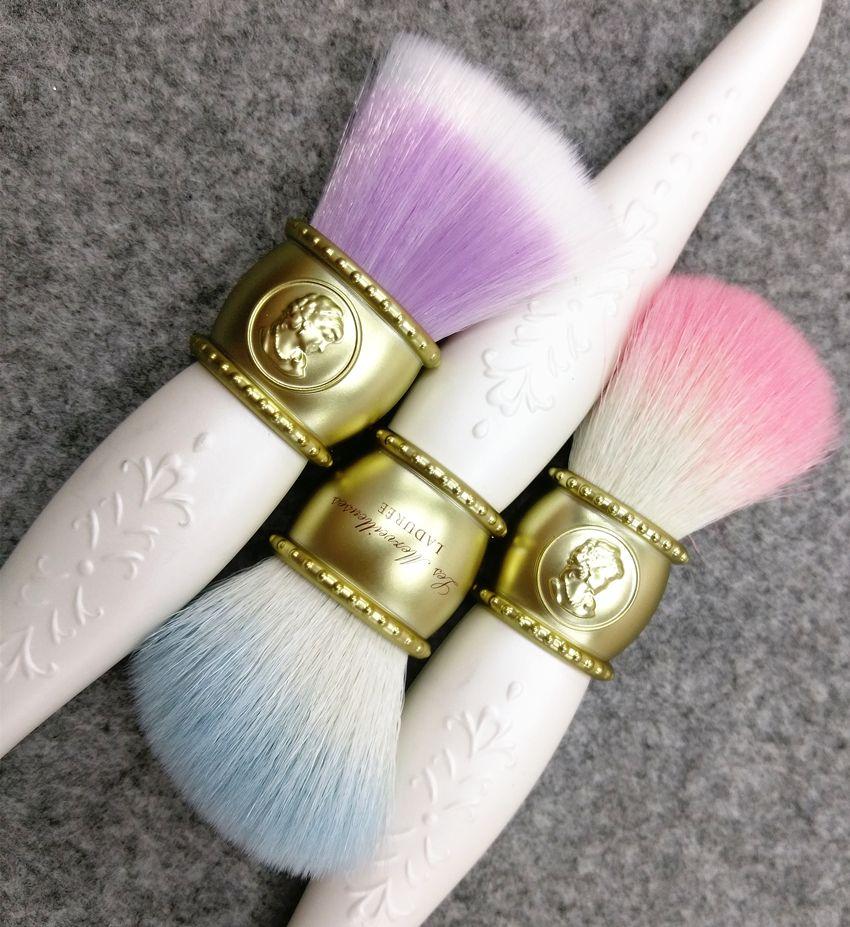LADUREE Les Merveilleuses Makyaj Fırçaları 3 adet / takım pudra allık kozmetik makyaj pudra fondöten kontur makyaj fırçası.