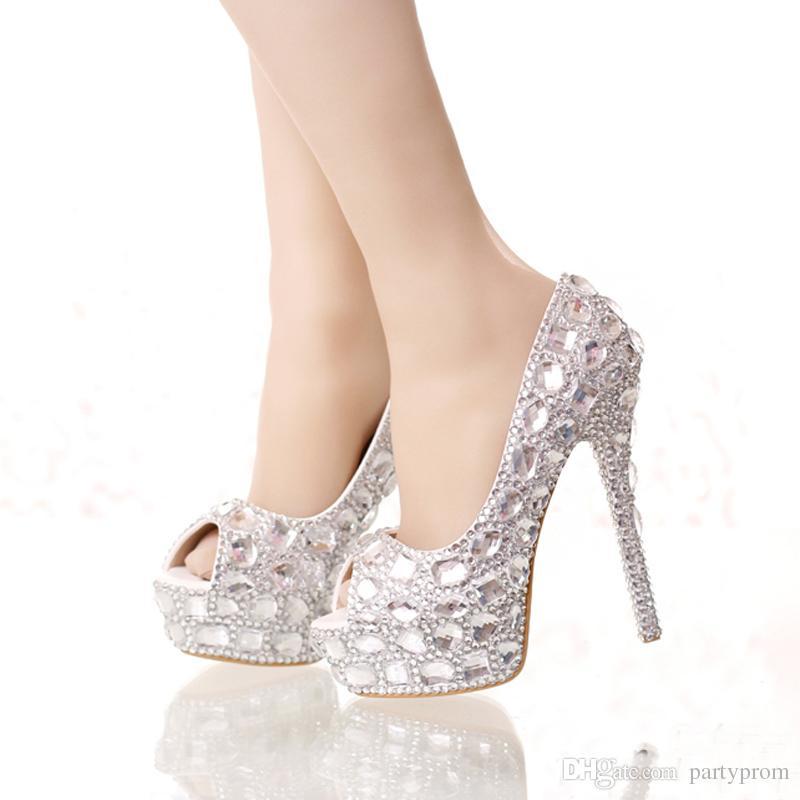 a69cdc77aa064 Acquista Scarpe Da Sposa Con Diamanti In Argento Fatti A Mano Piattaforme  Aperte In Punta Di Strass Scarpe Da Ballo Con Strass Tacco Alto Scarpe Da  Sposa ...