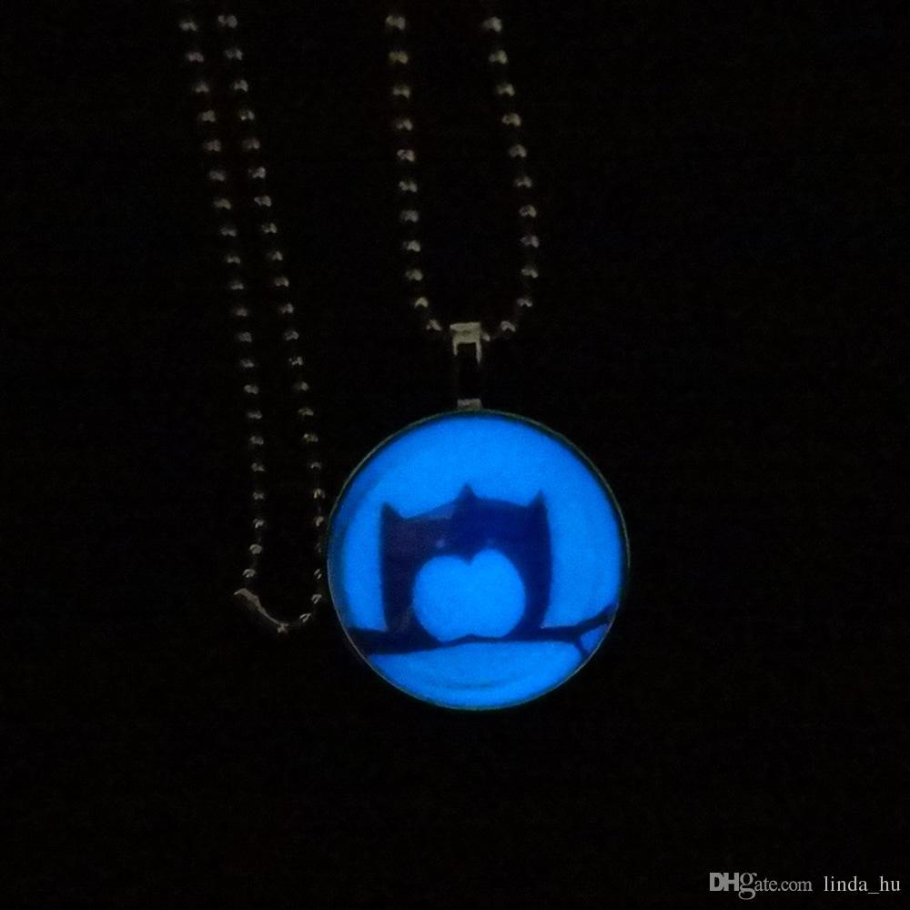 Mode chaude branche européenne et américaine Owl Time pendentif pierre précieuse collier lumineux bijoux en verre d'émission fluorescente