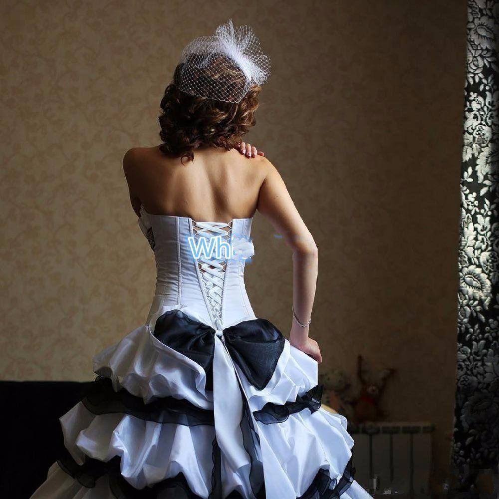 고딕 양식의 흰색과 검은 색 웨딩 드레스 2018 빈티지 태 피터 신부 드레스 Scalloped Ruffle 섹시한 높은 낮은 웨딩 드레스와 빅 보울 주름