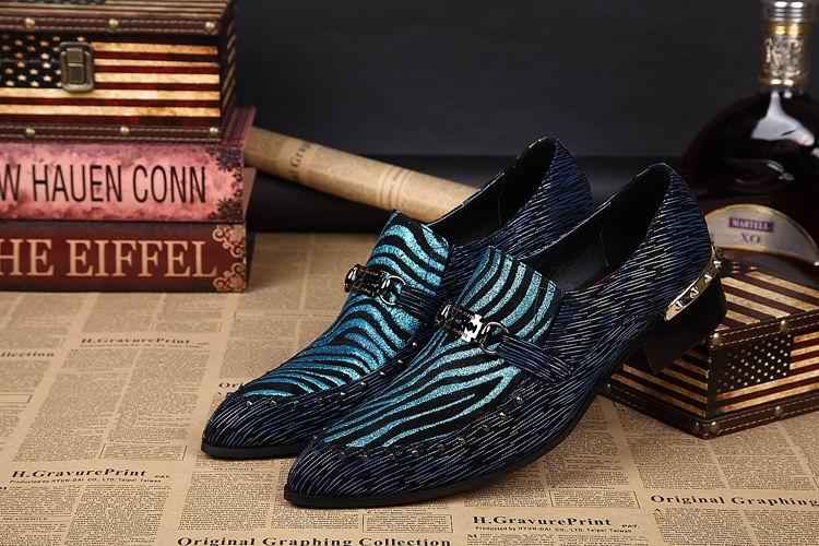 Moda Dedo Apontado Mens Sapatas de Vestido de Grife De Luxo Nubuck Sapatos De Couro Slip On Party Qshoes Sapatos Rebite Estágio
