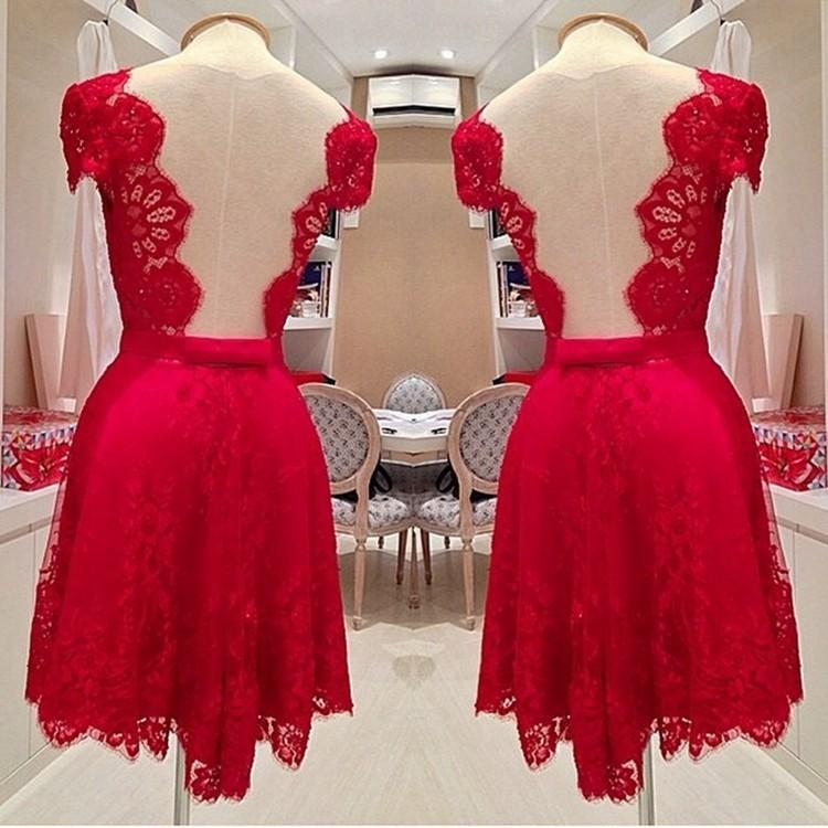 Robe de demoiselle d'honneur de la dentelle en veau caudée Court Court 2016 Robe de femme rouge pour la fête de mariage Sheer Retour