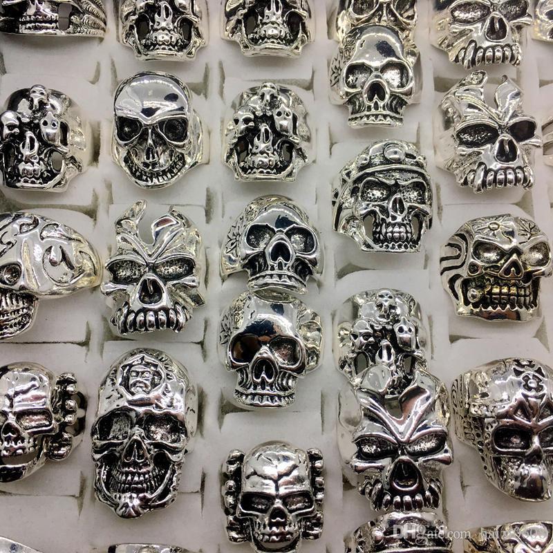 Lotti all'ingrosso Top Vintage Skull Intagliato Biker uomo in argento placcato Anelli gioielli tutte le grandi dimensioni