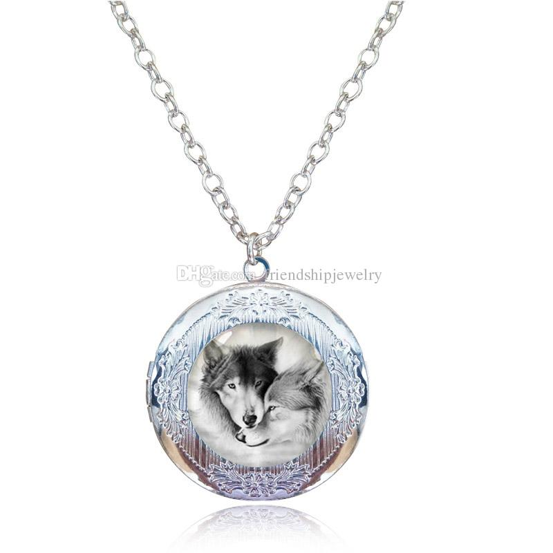 Love Wolf Locket Necklace for Couples Lover Natural Grey Wolves Pendant Glass Cabochon Animal Neckless Antique Bronze Choker Photo Frame