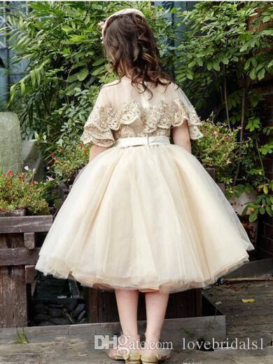 2017 robe de reconstitution historique pour fille v-cou tulle dentelle applique princesse courte robe de demoiselle d'honneur pour le mariage