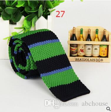 2016 nuevas llegadas de los hombres a rayas de lunares tejido tejido de punto corbata de punto delgado flaco corbata es de moda de los hombres Neckwears