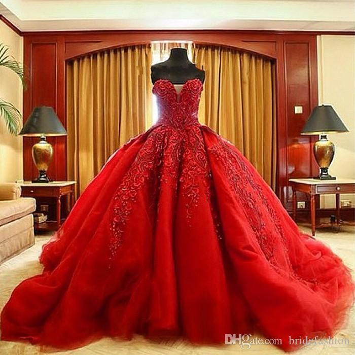 Abito da ballo a cuore rosso Ricamo in rilievo corte dei treni abiti da sposa vintage di lusso abito da sposa arabo plus size modesta berta gotica