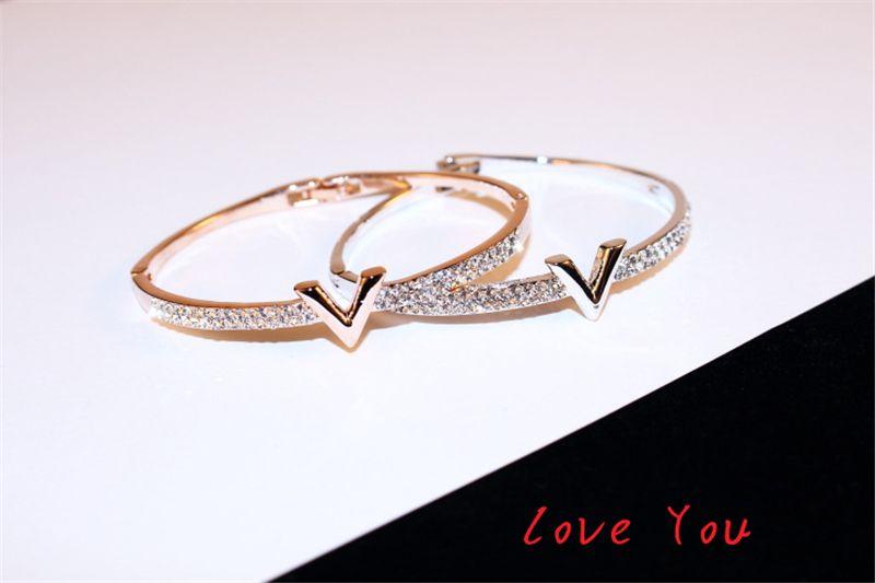 Lettre européenne Marque V Bracelet de luxe Zircon Charms Bracelets pour femmes Party Fine Jewelry Accessoires de costumes