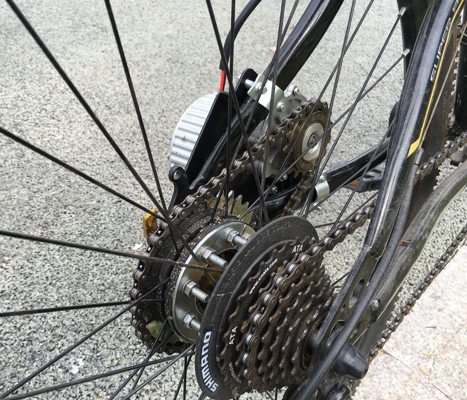L-plus rapide 450W le plus récent vélo électrique kit de conversion de conduite à gauche peut convenir à la plupart des vélos utilisés par la chaîne de transmission à rayons parlés pour vélo de ville