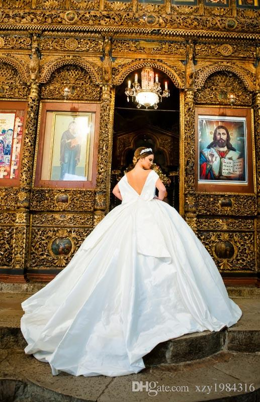 Royal Princess Ball Gown Wedding Dress Sexy Off The Shoulder Bow Backless Sweep Train Bridal Gowns Custom Made Satin Long Wedding Dresses