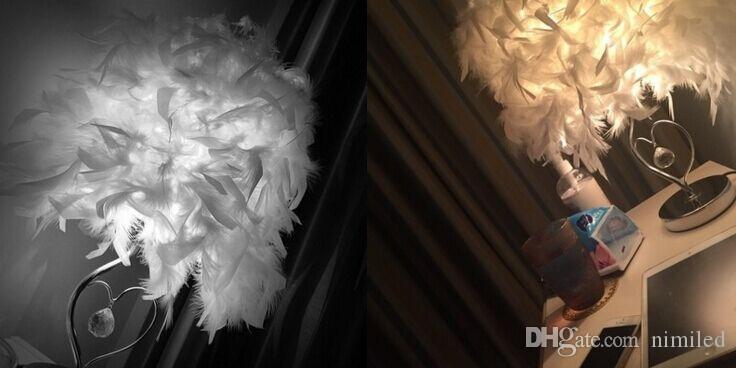 Bettlesesaal Foyer Wohnzimmer Wohnzimmer Klassische Herzform weiße Feder Kristall Tischlampe Licht